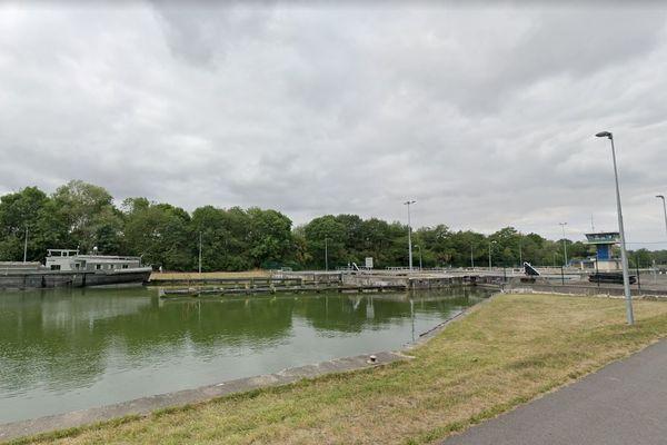 Un homme a été retrouvé inerte dans le canal à Goeulzin, près de l'écluse.