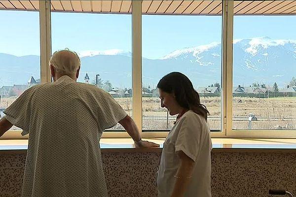 A 1200 mètres d'altitude, l'hôpital transfrontalier de Puigcerda, symbole d'une coopération médicale réussie entre la France et l'Espagne.
