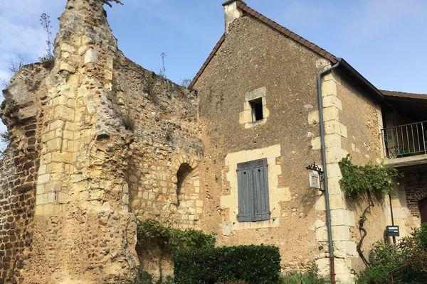La boutique-atelier de Claire dans l'ancienne porte du village de Troo (41).