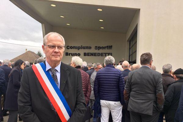 Georges MEZIERE est maire de Saint-Victor-de-Chrétienville, il était présent à Grand Bourgtheroulde pour échanger avec Emmanuel Macron.