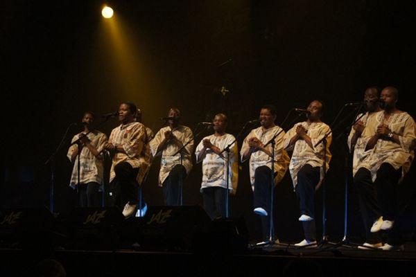 Le groupe vocal sud-africain Ladysmith Black Mambazo était en concert ce samedi à la salle Marcel Hélie