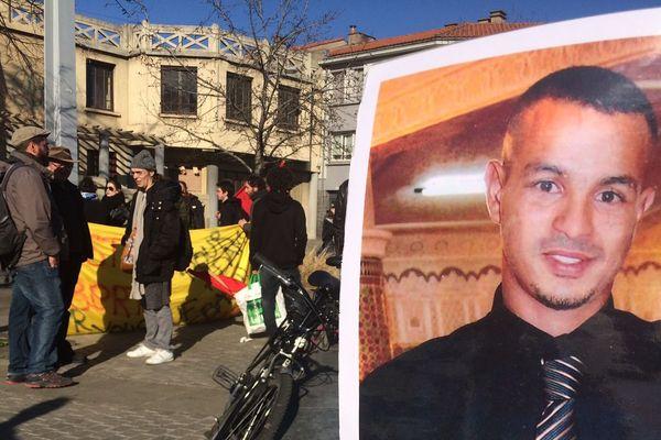 A Clermont-Ferrand, le rassemblement de soutien à Théo était aussi dédié à Wissam, un jeune homme décédé en 2011 après son interpellation par la police.