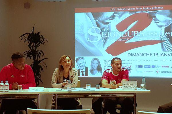 Christel Royer, présidente de l'US Orléans Loiret Judo Jujistu, entourée d'Audrey Tcheuméo, à l'affiche des Seigneurs des Jeux, et d'Anthony Rodriguez, entraîneur du club, lors de la présentation de l'événement.