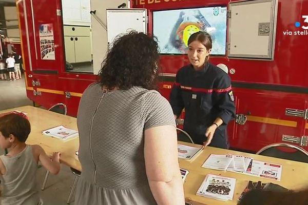 Les pompiers de sexe féminin sont mis en avant durant la journée portes ouvertes