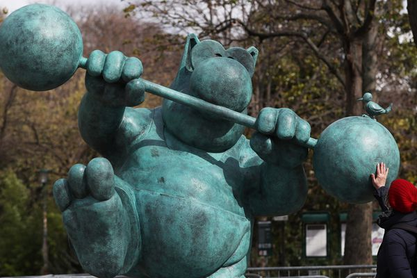 L'exposition des Chats géants de Geluck tourne dans plusieurs ville de France, comme ici à Paris, sur les Champs-Elysée.