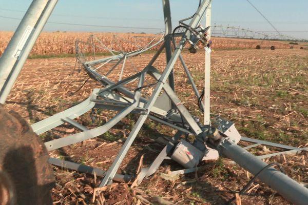 Une rampe d'irrigation a été saccagée à Aigondigné.