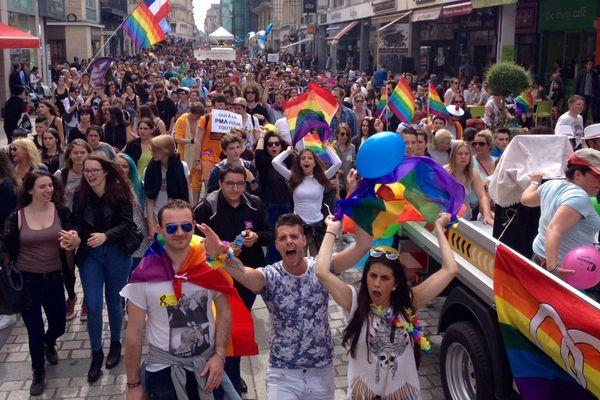 Le cortège festif de la Gay Pride de Caen est notamment passé rue Saint-Pierre.