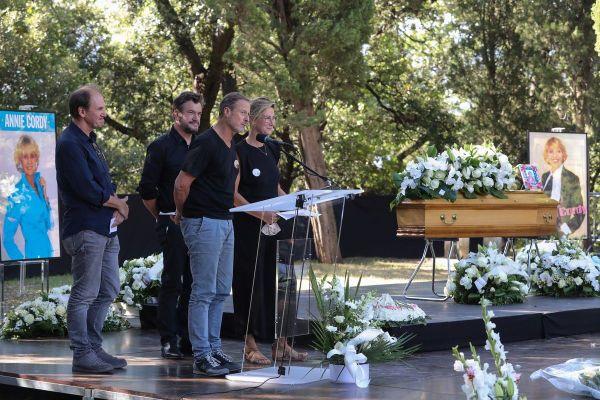 Les frères taloche et Virginie Hocq lors de leur hommage plein d'humour à Annie Cordy.