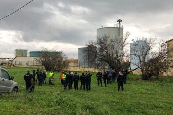 21/11/2018 - 100 gendarmes sont déployés au dépôt pétrolier de Lucciana