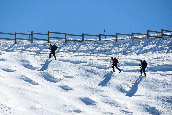 Des skieurs de randonnée à Chamrousse, le 21 mars 2019.