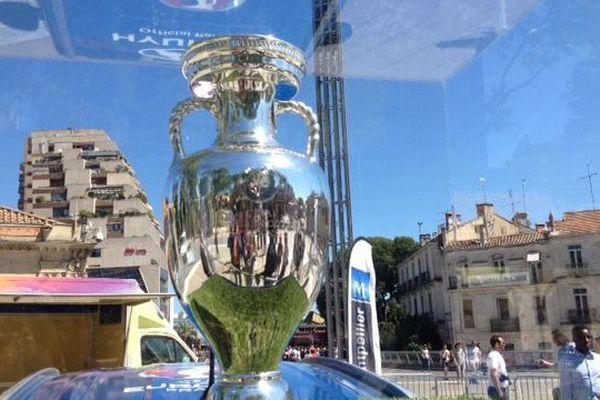 Le trophée Henri-Delaunay, qui récompense le vainqueur de l'Euro sur la place de la Comédie à Montpellier - 16 mai 2016