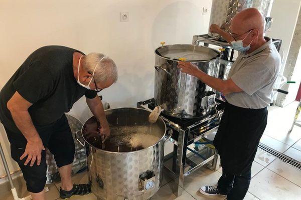En mai dernier, André et Patrick ont monté une brasserie artisanale à Cusset dans l'Allier.