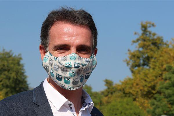 Le maire écologiste de Grenoble, Eric Piolle, sur la 16e étape du Tour de France entre Grenoble et Méribel.