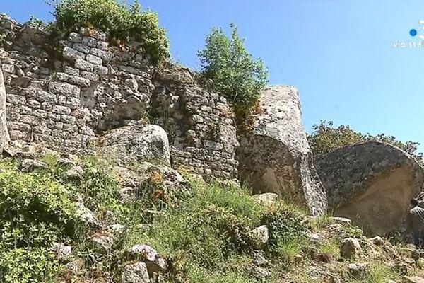 Il ne reste que quelques traces discrètes du château