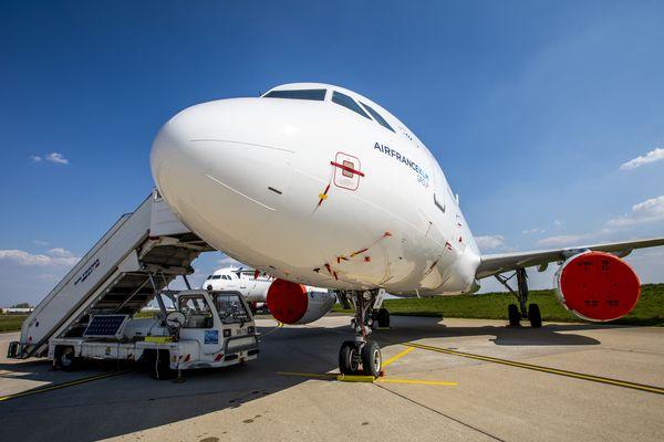 Un avion en maintenance à Orly