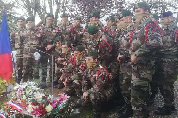 La stèle en hommage à Alain Bertoncello inaugurée en présence de ses frères d'armes du commando Hubert.