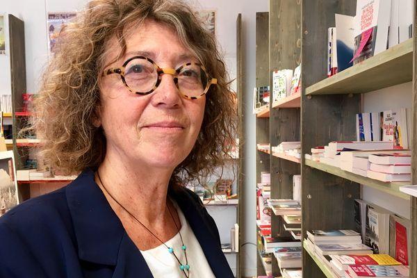 """Jeanne Benameur, à la librairie Les Rebelles ordinaires, à La Rochelle, à la veille du lancement de son dernier roman """"Ceux qui partent"""" (Actes Sud), l'un des succès de librairie de l'automne 2019."""