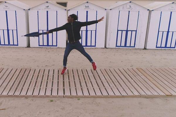 Kamini vole en Baie de Somme et y découvre le cycle des marées