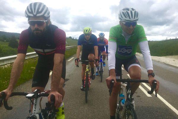 Un mini peloton constitué de cyclistes et de traileurs s'est lancé dans 520 kilomètres autour du Doubs en deux jours.