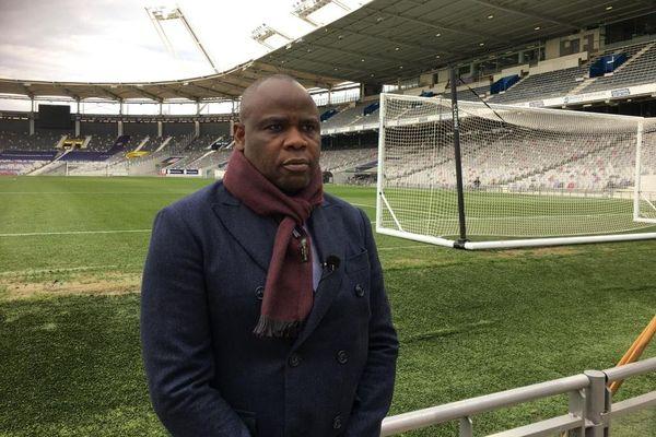 Basile Boli, soutien de Frédéric Thiriez, au Stadium de Toulouse.
