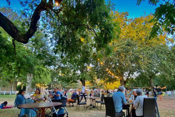 Le site des anciens haras de Rodez transformé en tiers-lieu accueille le marché des producteurs de pays