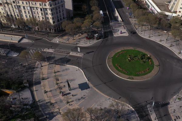 20/03/2020. Le rond-point du Prado à Marseille (Bouches-du-Rhône), totalement déserté pour cause de confinement, en pleine épidémie de coronavirus.