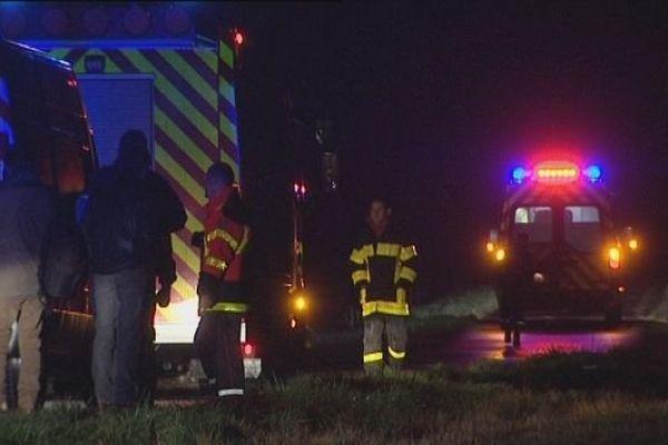 L'accident a nécessité la mobilisation de nombreux pompiers, sans succès...