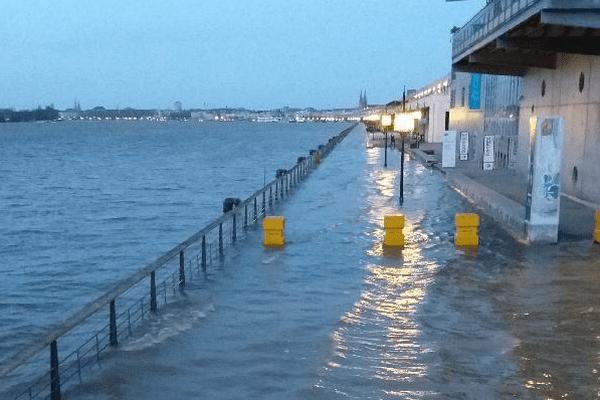 Certains quais de Bordeaux sont inondés ce vendredi matin