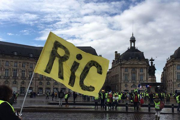 Premiers rassemblements place de la Bourse à Bordeaux