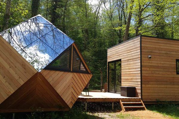 Cube, dôme, tipi, roulotte ou yourte... L'hébergement insolite peut prendre toute les formes pourvu que l'expérience sorte de l'ordinaire