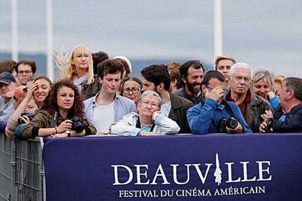 La foule aux abords du site du festival de Deauville ce lundi