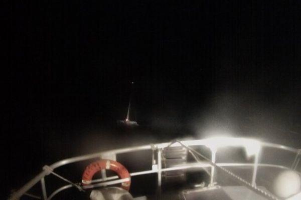 09/11/13 - Tempête en mer: un voilier à la dérive, l'équipage malade sauvé par la SNSM