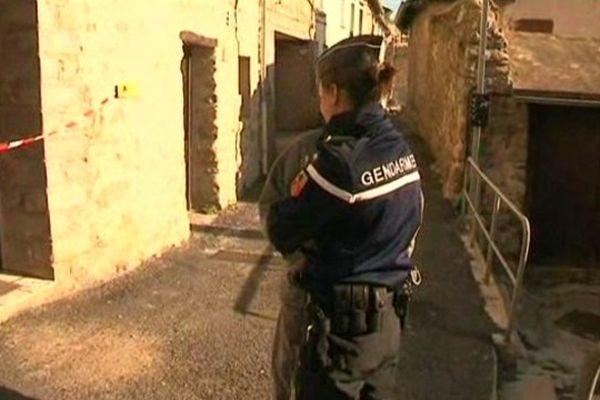 Les enquêteurs ont placé un homme du voisinage en garde à vue
