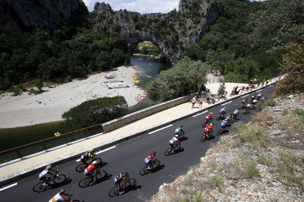Passage du Tour de France sur la RD 290, le 21 juillet 2018