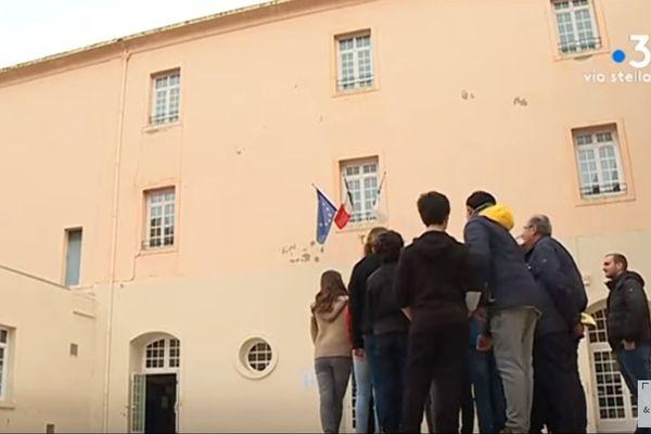 Imaginer la reconstruction d'une aile du bâtiment de leur collège: c'est le projet qui a été proposé aux élèves du collège Simon Vinciguerra à Bastia. Une façon originale d'aborder différentes matières au programme mais aussi d'en savoir plus sur les murs qui les accueillent.