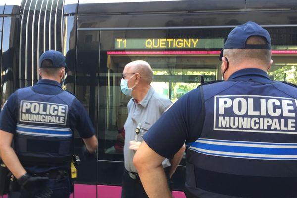 Des renforts de force de police ont été mis en place sur le réseau Divia Bus et Tram après l'agression d'un conducteur qui rappelait à des passagers l'obligation de porter un masque dans les transports en commun.