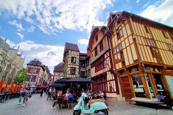 Denis Perrette s'est arrêté, à Troyes pour y déguster une andouillette.