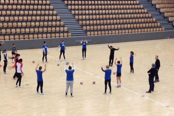 Les filles du HBCN, quelques heures avant le 8ème de finale de la coupe EHF. 15/01/2016