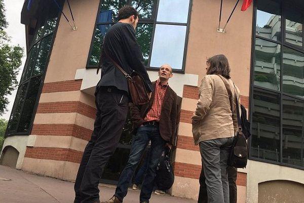 Une partie des requérants devant le tribunal administratif de Toulouse.