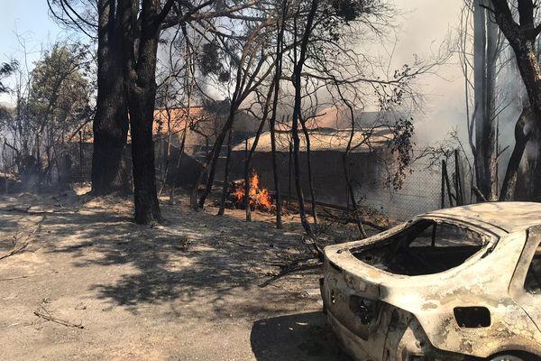 Deux maisons ont brûlé lors de cet incendie, les personnes avaient été évacuée au préalable - 19 juillet 2021