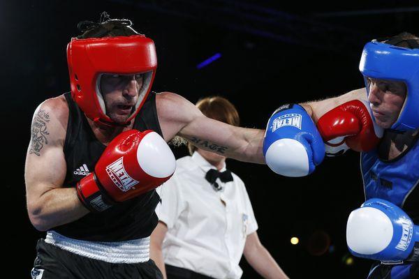 L'acteur et réalisateur français Mathieu Kassovitz, lors de son combat contre Franck Barigault pendant le gala de boxe de Deauville, le 10 juin 2017.