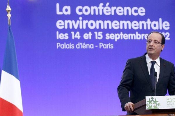 François Hollande hier à la conférence environnementale à Paris. Le président a annoncé le rejet des permis d'exploration du gaz de schiste sur 7 sites français