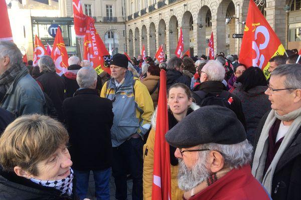 Plus de 300 personnes ont manifesté contre la réforme des retraites ce samedi 4 janvier à Rennes.