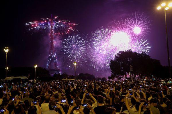 Comme ici en 2018, le feu d'artifice parisien du 14-Juillet sera tiré depuis la Tour Eiffel.