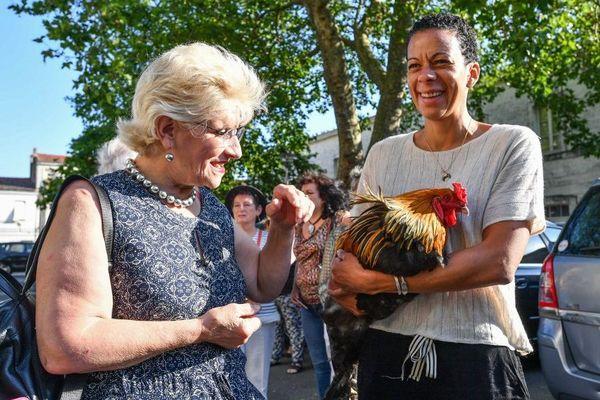 Corinne Fesseau (à gauche), la propriétaire de Maurice, lors de l'audience du 4 juillet dernier au tribunal de Rochefort.