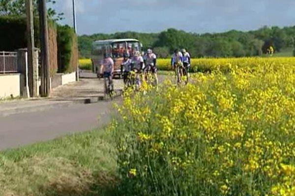 Neuf cyclistes amateurs se sont élancés, ce jeudi, pour la lutte contre le cancer...