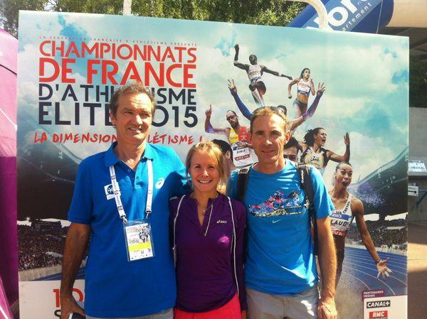 Emilie Menuet, championne de France du 10000 mètres marche, en compagnie de Daniel Aubry et Marc Glaudel.