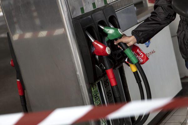 Pas plus de 20 euros d'essence ou 15 euros de gazole par automobiliste dans le Var depuis ce mercredi.
