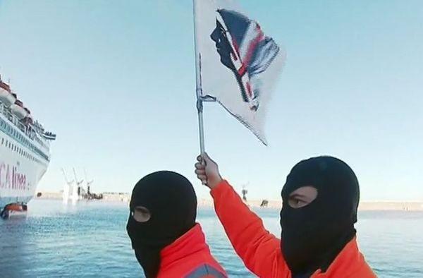 Les grévistes du STC empêchent le navire de la Corsica Linea de quitter le port de Marseille