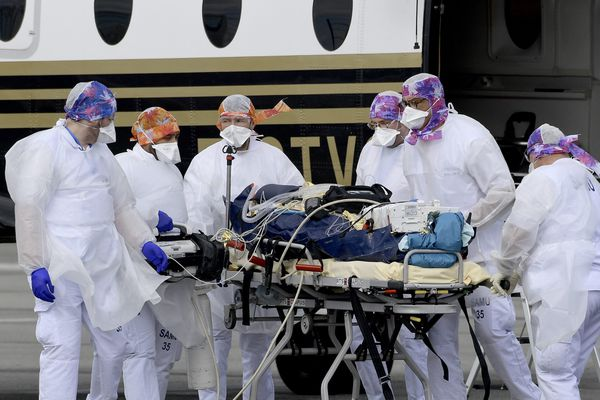 Une centaine de patients atteints de la Covid-19 et en réanimation seront transférés de l'Île-de-France vers d'autres régions.